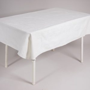 tafel graniet 115x70 met tafelkleed wit   1