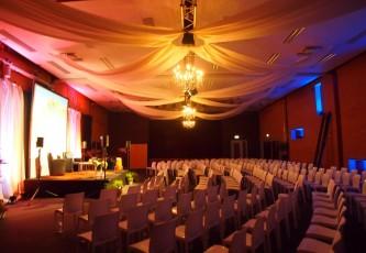 Congres, Partyverhuur Goossens, Partyservice, Aankleding, Led hangtafels, Led Bar, Tap, Huwelijk, Bruiloft, Opening
