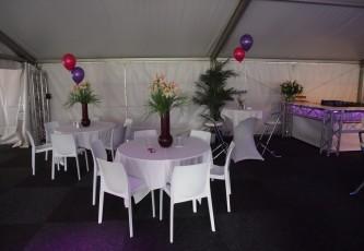 Stoel wit deluxe, Partyverhuur Goossens, Partyservice, Aankleding, Led hangtafels, Led Bar, Tap, Huwelijk, Bruiloft, Opening