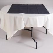 tafel Ø 153 met tafelkleed wit   2