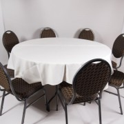 tafel Ø 153 met tafelkleed wit   3