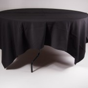 tafel Ø 153 met tafelkleed zwart   1